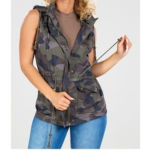 NWT YMI Collection Sleeveless Camo Hooded